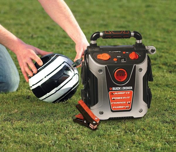 Black And Decker - Jumpstarter pumper luft i fodbolden